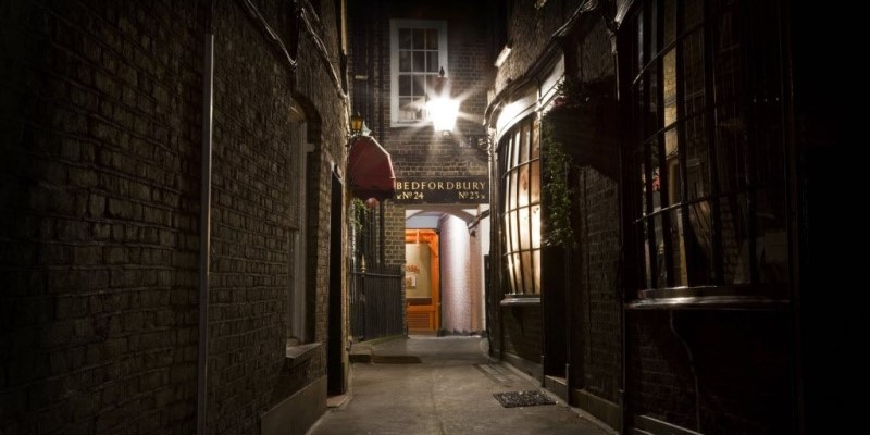 jack the ripper tour, London, street in evening